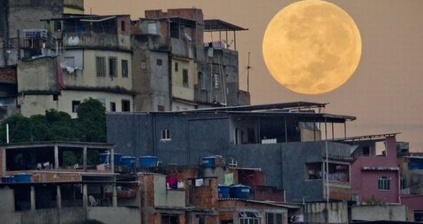 BiggestMoon2013-favela6-660x350