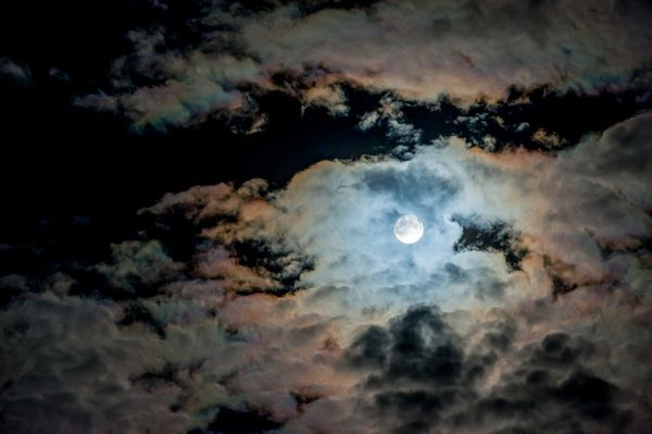 BiggestMoon2013-supermoon-lunar-perigee-seen-may-2012-clouds_52628_600x450