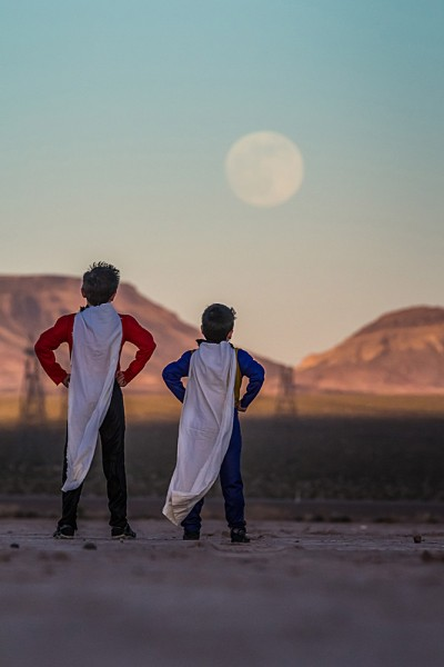 BiggestMoon2013- Tyler S Leavitt-super-kids-supermoon-las-vegas-400x600